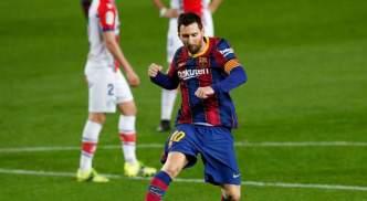 Lionel Messi celebrates against Alaves